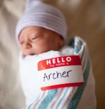 Creative birth announcement photo ideas| Nametag photo by Heather Golde