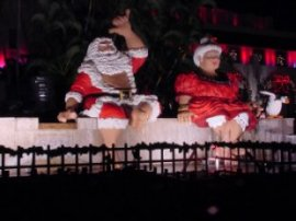 Hawaiian Santa & Mrs. Clause at the Honolulu Hale fountain, Oahu