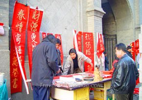 Purchasing Spring Festival Couplets